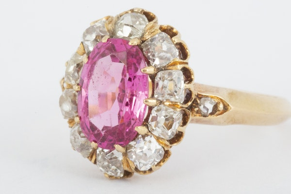Antique Pink Spinel and Diamond Oval Cluster Ring in 18 Carat Gold, English circa 1865. - image 2