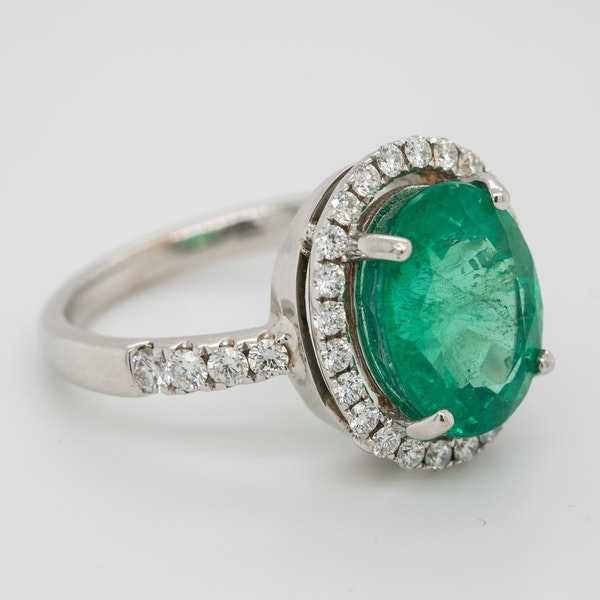 Emerald and diamond cluster ring, emerald 5.0 ct est. - image 2