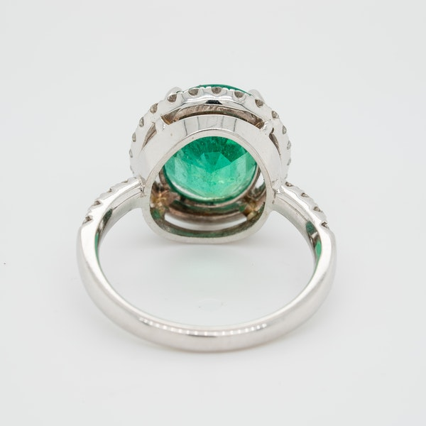Emerald and diamond cluster ring, emerald 5.0 ct est. - image 4