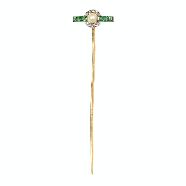 Antique T-Shaped Tie Pin in Gold with Natural Pearl, Diamonds and Emeralds, French circa 1900. - image 2