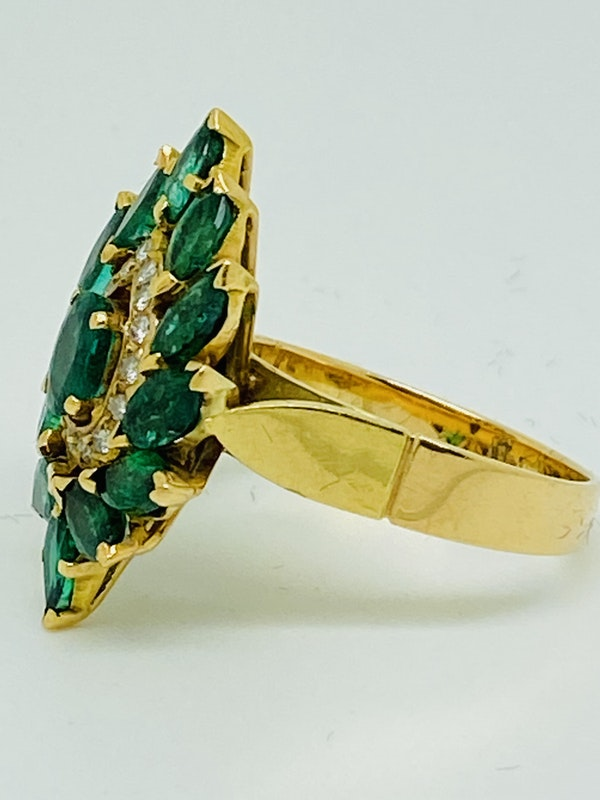 18K yellow gold Natural Emerald and Diamond Ring - image 2