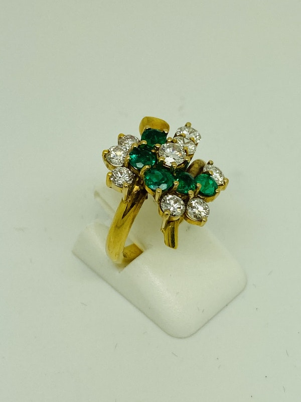 18K yellow gold Natural Emerald and Diamond Ring - image 3