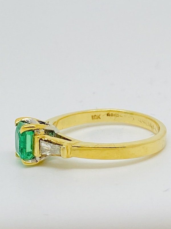 18K yellow gold 0.90ct Natural Emerald and 0.20ct Diamond Ring - image 2