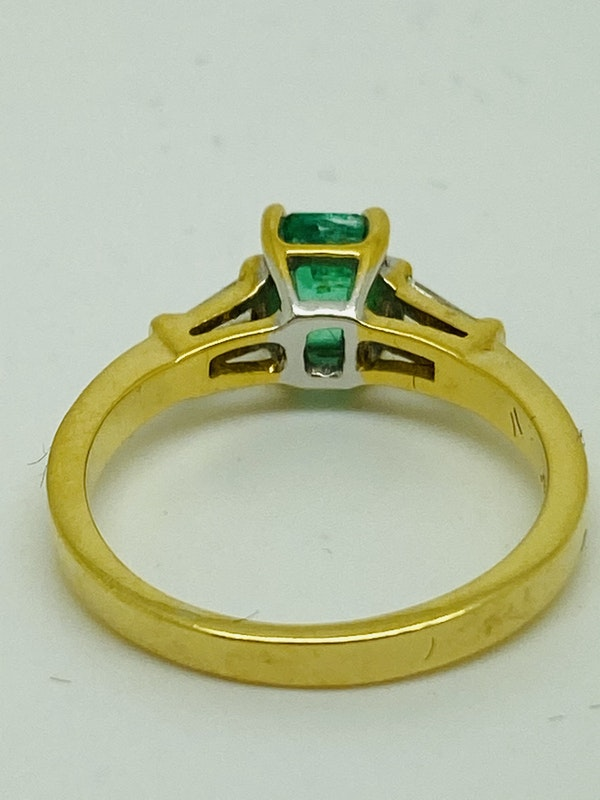 18K yellow gold 0.90ct Natural Emerald and 0.20ct Diamond Ring - image 3