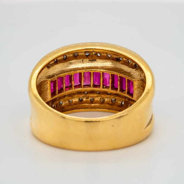 18K yellow gold 1.00ct Natural Ruby and 0.20ct Diamond Ring - image 5