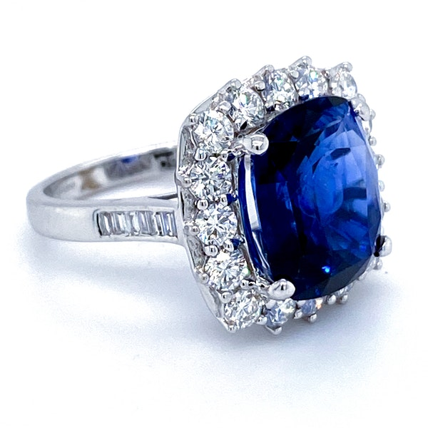 18K white gold 9.09ct Natural Blue Sapphire and 1.50ct Diamond Ring - image 1