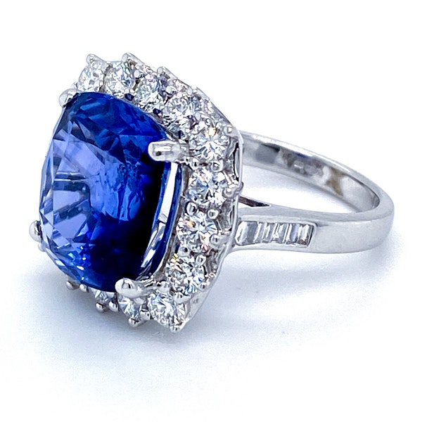 18K white gold 9.09ct Natural Blue Sapphire and 1.50ct Diamond Ring - image 2