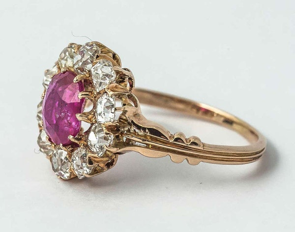 Antique Cluster Ring in 18 Carat Gold, Burma Ruby & Old Cut Brilliant Diamonds, English circa 1870. - image 2