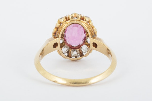 Antique Pink Spinel and Diamond Oval Cluster Ring in 18 Carat Gold, English circa 1865. - image 6