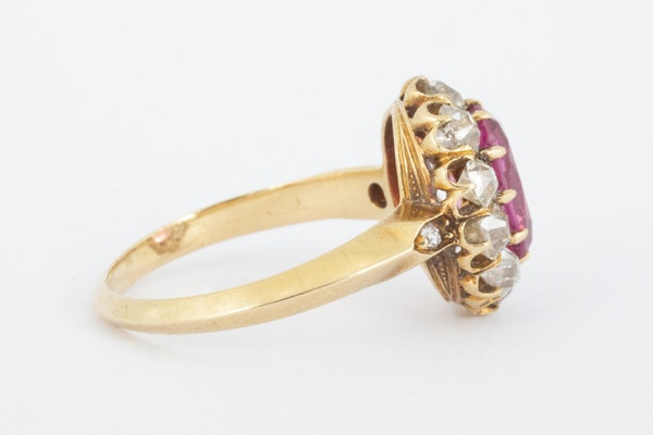 Antique Pink Spinel and Diamond Oval Cluster Ring in 18 Carat Gold, English circa 1865. - image 5