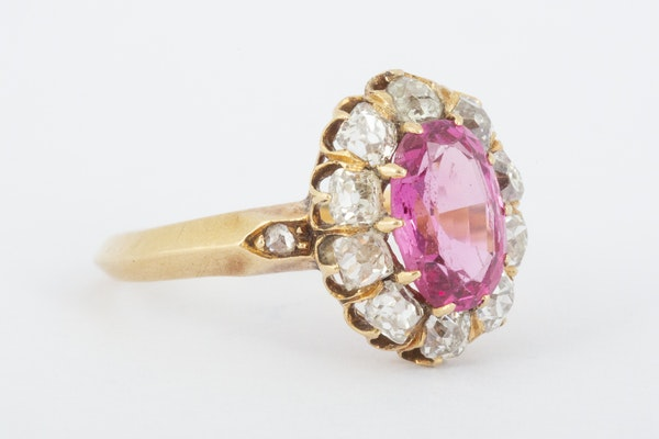 Antique Pink Spinel and Diamond Oval Cluster Ring in 18 Carat Gold, English circa 1865. - image 3