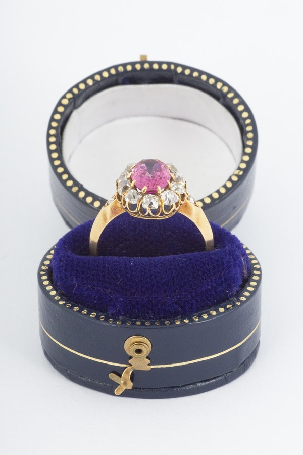 Antique Pink Spinel and Diamond Oval Cluster Ring in 18 Carat Gold, English circa 1865. - image 8
