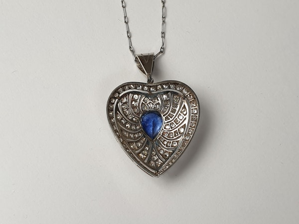 Art deco sapphire and diamond heart pendant - image 2