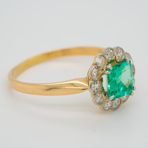 Emerald and diamond Art Deco round cluster ring - image 2