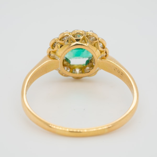 Emerald and diamond Art Deco round cluster ring - image 4