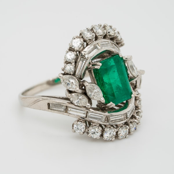 Emerald and diamond fancy cluster ring in platinum - image 2