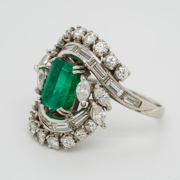 Emerald and diamond fancy cluster ring in platinum - image 3