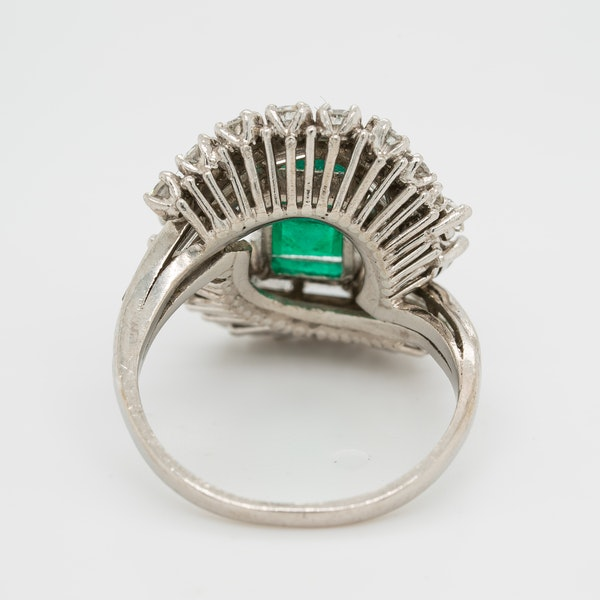Emerald and diamond fancy cluster ring in platinum - image 4