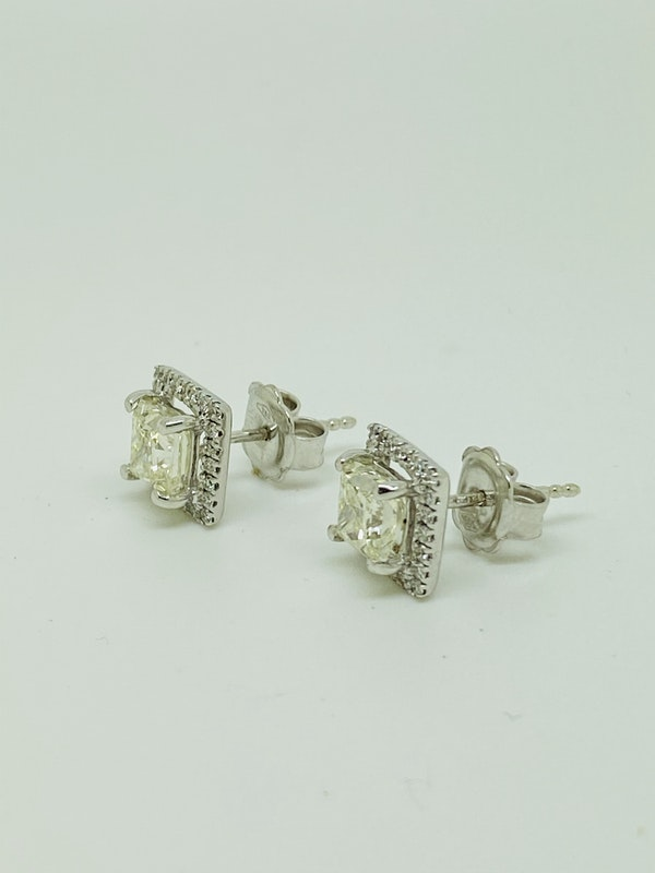 18K White Gold 2.24ct Diamond Studs Earrings - image 4