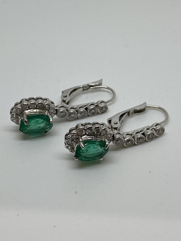 18K white gold 5.00ct Natural Emerald and 1.25ct Diamond Earrings - image 3