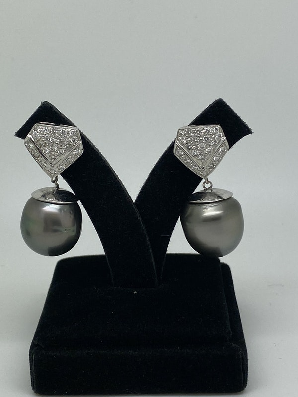 18K white gold Pearl and Diamond Earrings - image 2