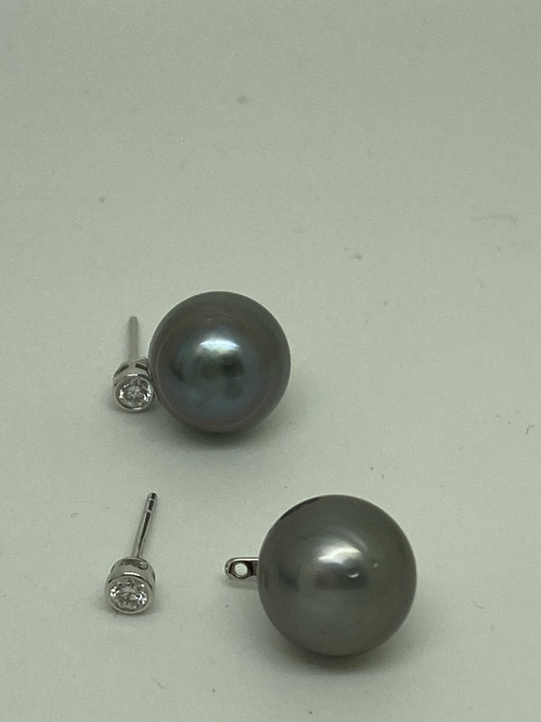 18 K white gold Diamond and Pearl Earrings - image 3