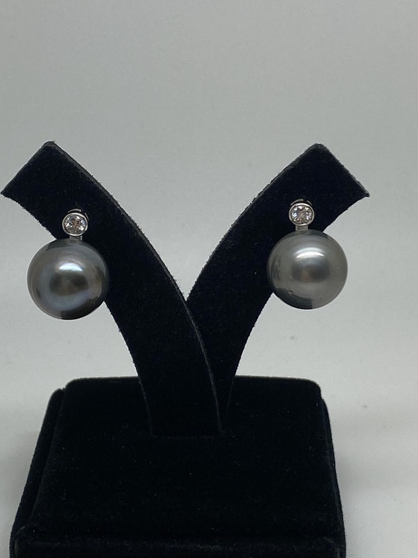 18 K white gold Diamond and Pearl Earrings - image 4