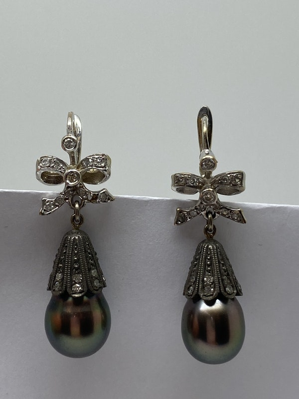 18K white gold Diamond and Pearl Earrings - image 2