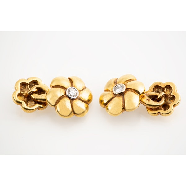 Vintage Cufflinks in 18 Karat Gold of a Flower with Diamond Centre, Continental circa 1960. - image 2