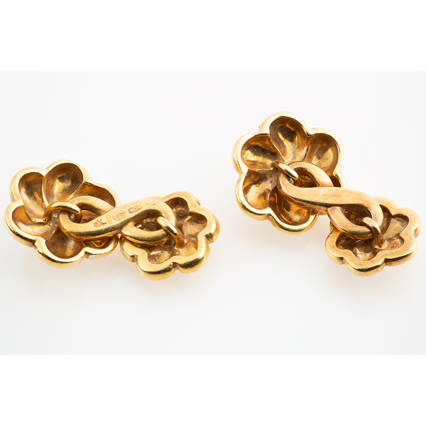 Vintage Cufflinks in 18 Karat Gold of a Flower with Diamond Centre, Continental circa 1960. - image 3