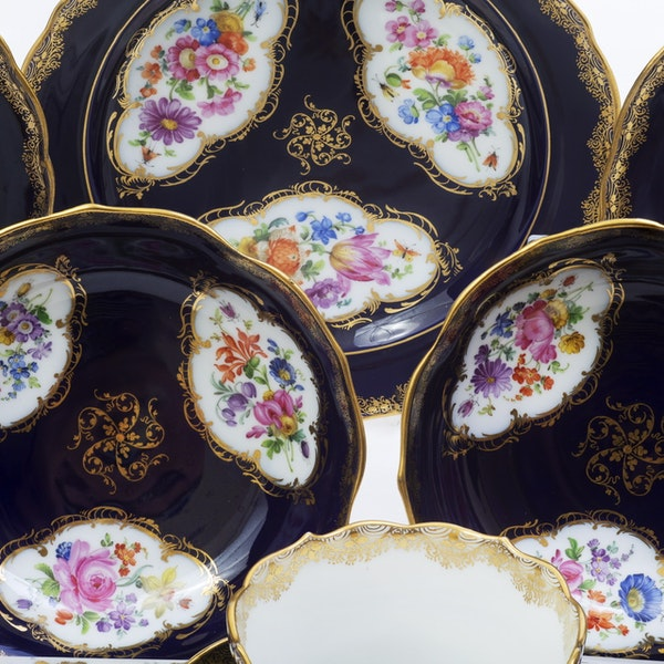 19th century Meissen cups and saucers - image 8