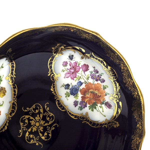 19th century Meissen cups and saucers - image 3