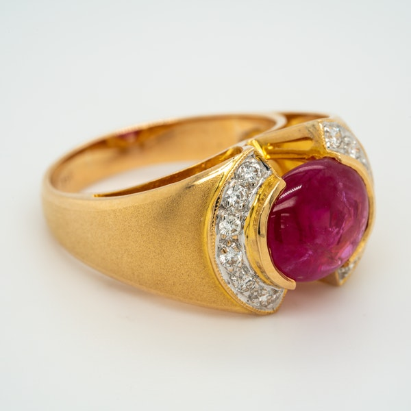 Cabochon ruby and diamond  ring - image 2