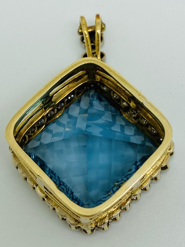 18K yellow gold Diamond and Topaz Pendant - image 3