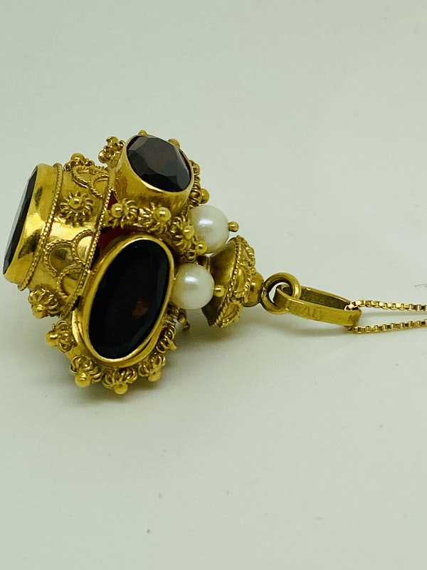 18K yellow gold Garnet and Pearl Pendant - image 3