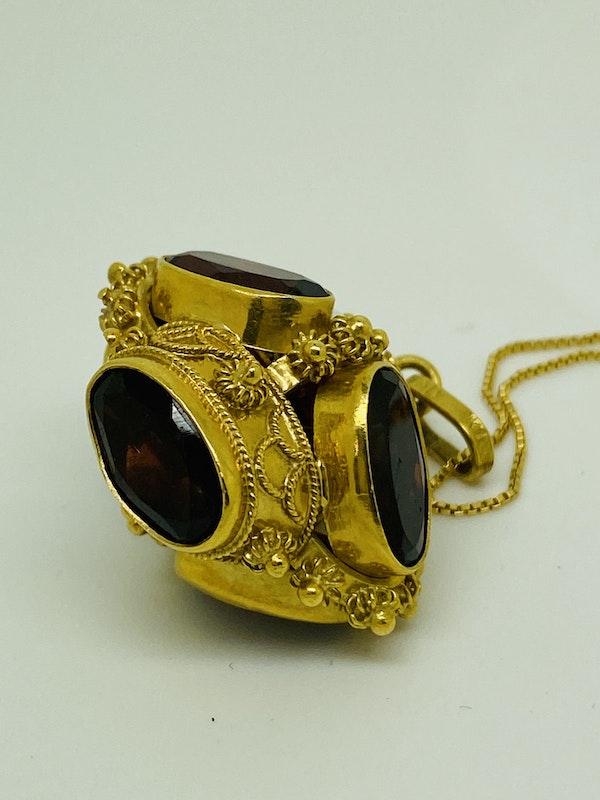 18K yellow gold Garnet and Pearl Pendant - image 4