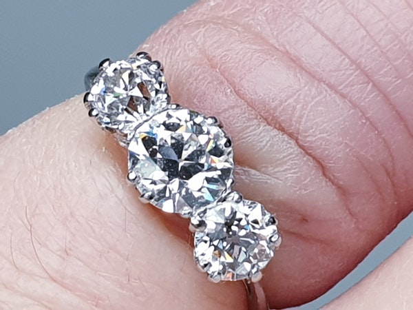 Art deco diamond three stone ring - image 2