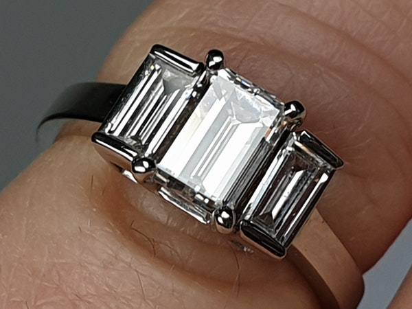 Three stone Emerald cut diamond ring - image 4