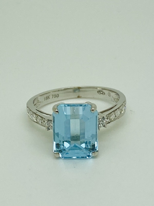 18K white gold Diamond and Topaz Ring - image 2