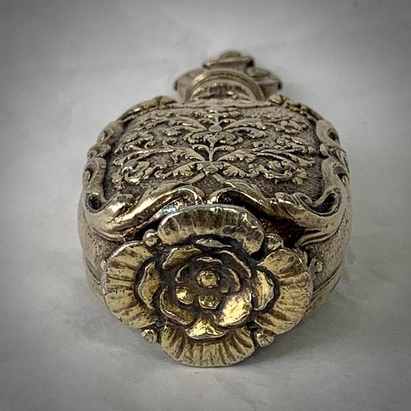 1680 Silver Gilt perfume bottle - image 3