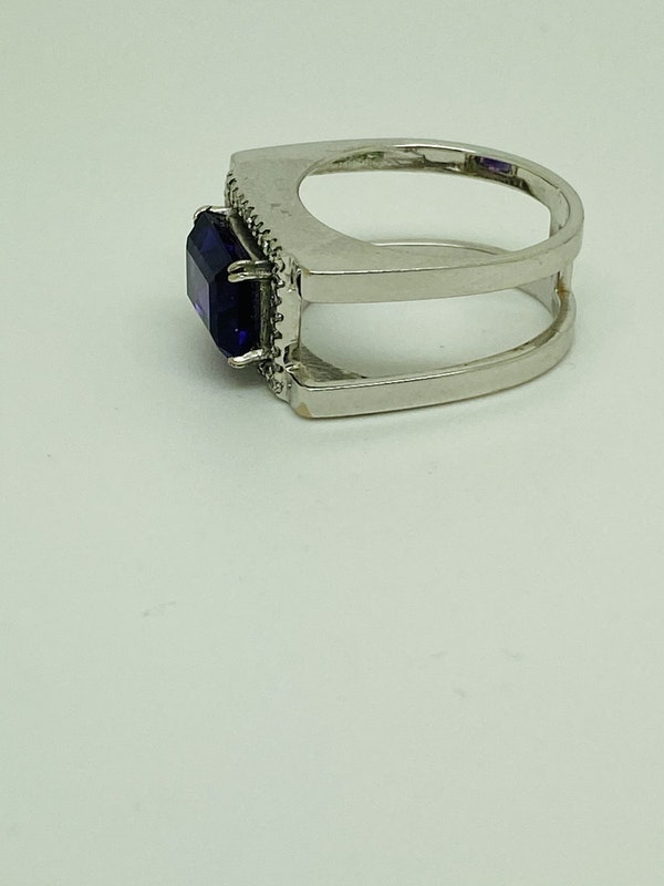 18K white gold 3.50ct Amethyst and Diamond Ring - image 2