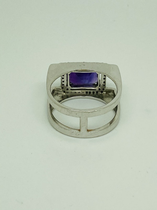 18K white gold 3.50ct Amethyst and Diamond Ring - image 3