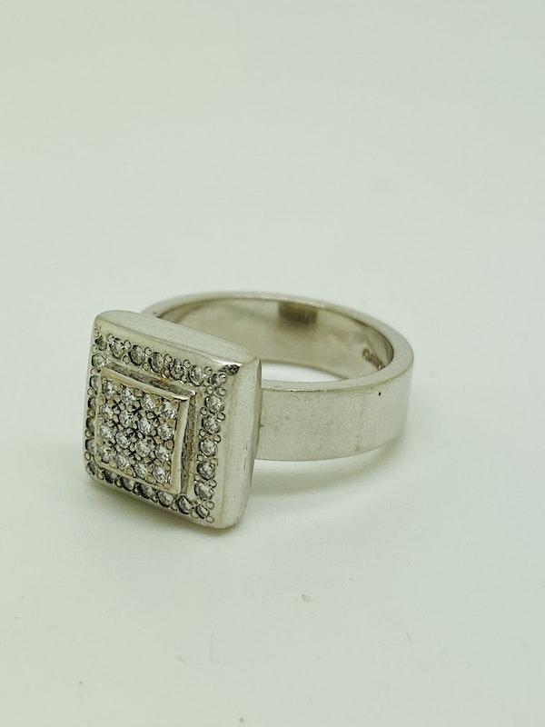 18K white gold 1.00ct Diamond Ring - image 3