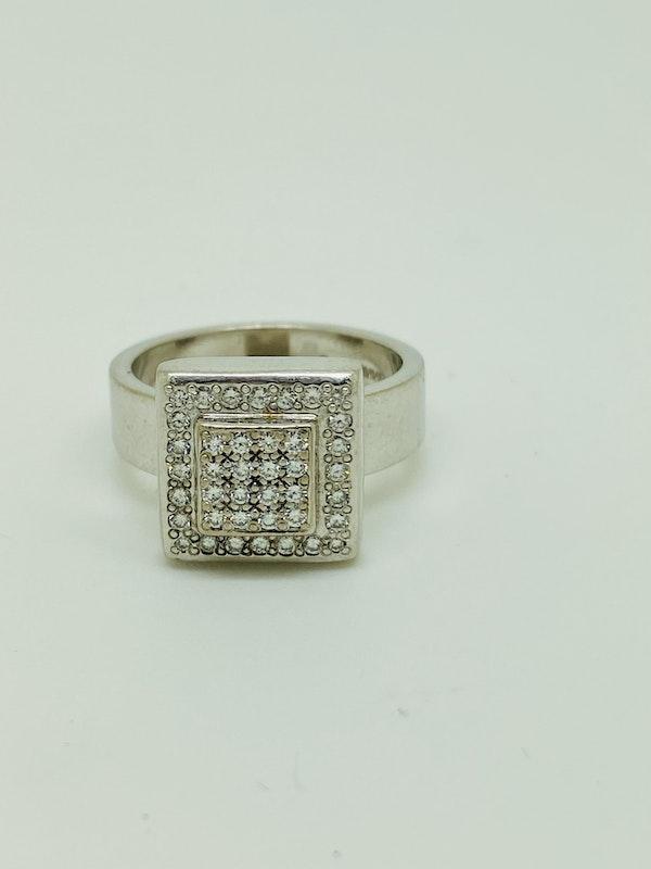 18K white gold 1.00ct Diamond Ring - image 4