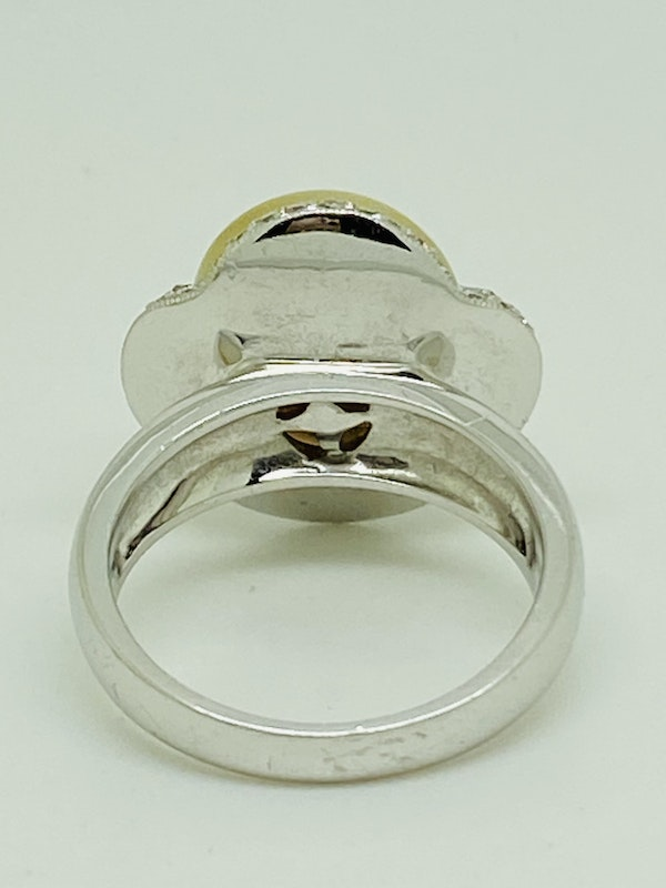 18K yellow gold Golden Pearl and Diamond Ring - image 3