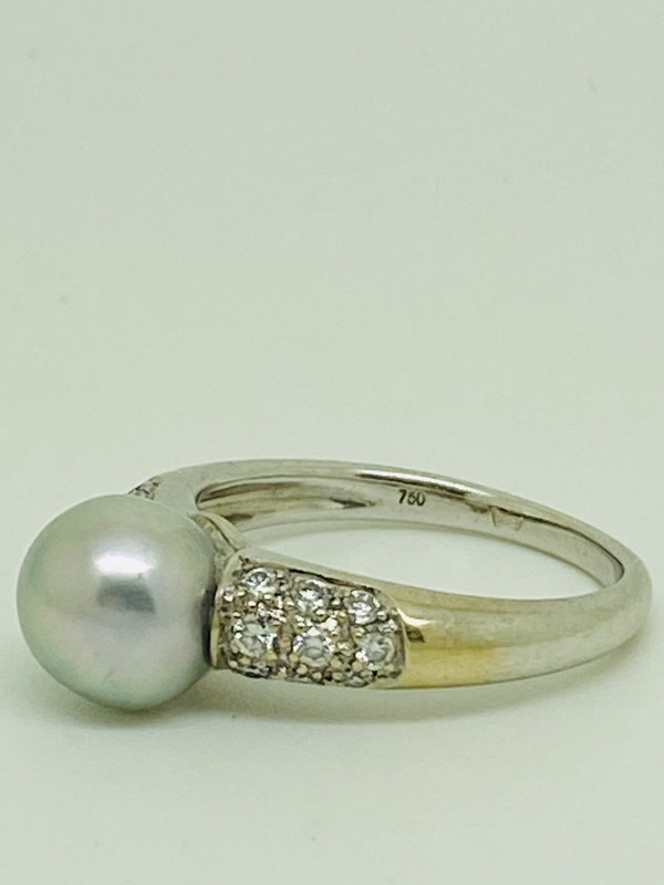 18K white gold Diamond and Pearl Ring - image 2