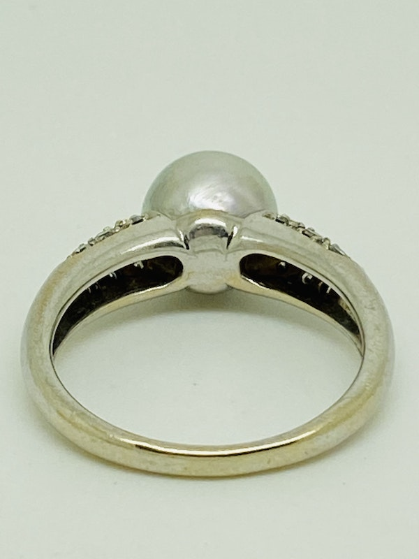 18K white gold Diamond and Pearl Ring - image 3
