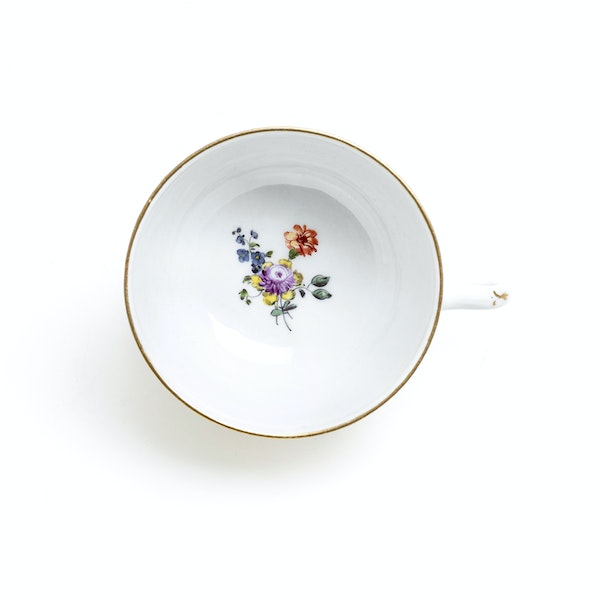 18th century Meissen cups and saucers - image 9