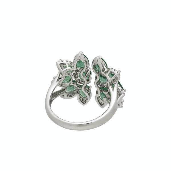 Flower split emeralds rings - image 2