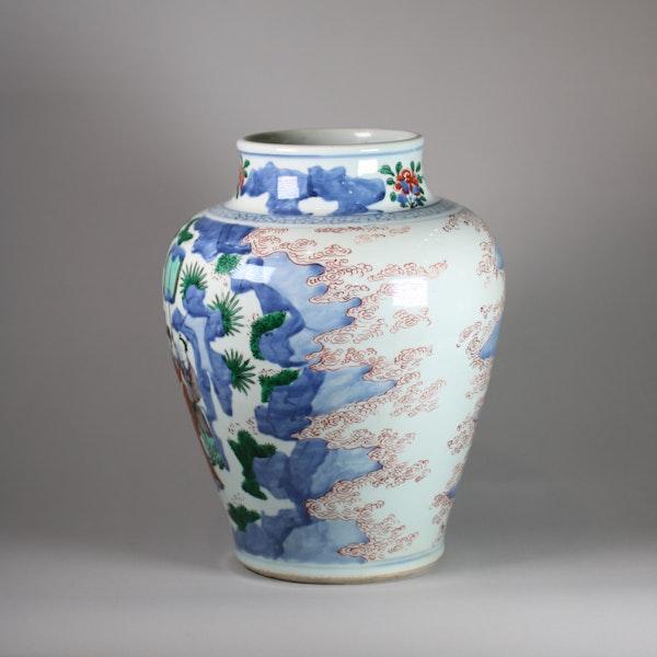 Chinese wucai baluster vase, Shunzi - image 4